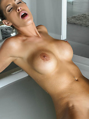 Creamy smooth sex in a tub