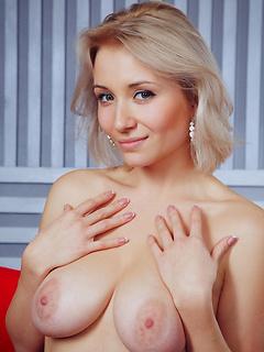 VIP Babe Isabella D